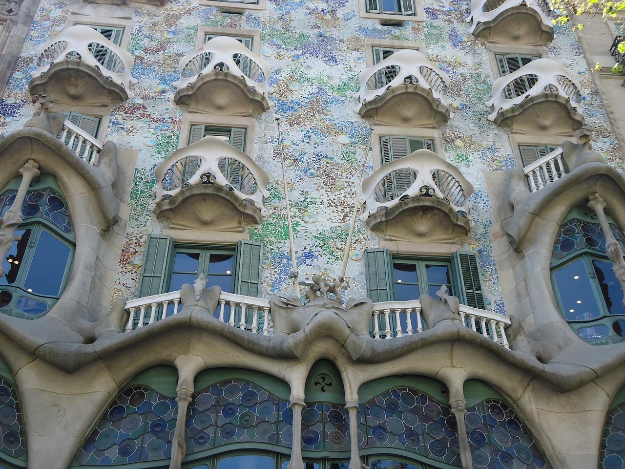 Fabrizzio 39 s petit hostal en barcelona - Art nouveau architecture de barcelone revisitee ...